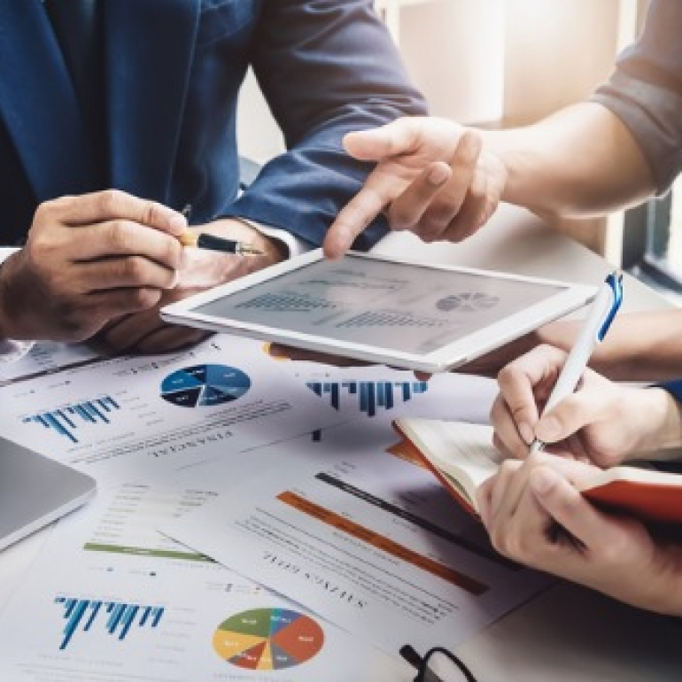 iStock-investment-advisor(1)